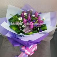 10 Valentines tulips
